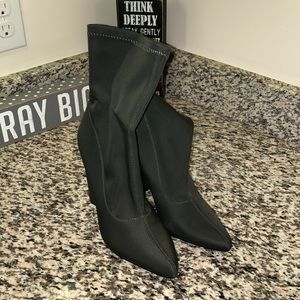 Cape Robin Ankle Booties
